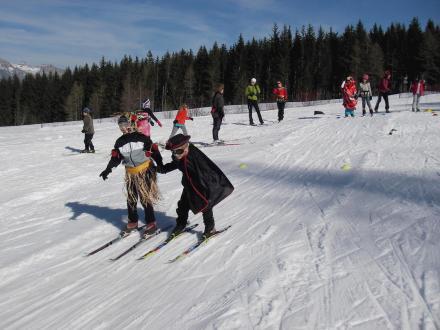 Enfants en ski de fond