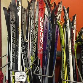 Skis de fond skating et classique à vendre au centre d'Oxygénation